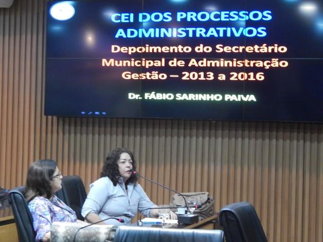Presidenta do SINSENAT, Soraya Godeiro, durante sua fala na reunião da CEI dos Processos Administrativos